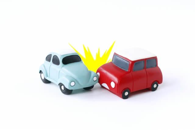 交通事故みたいにどんなに気を付けていても変な人に出会してしまうイラスト